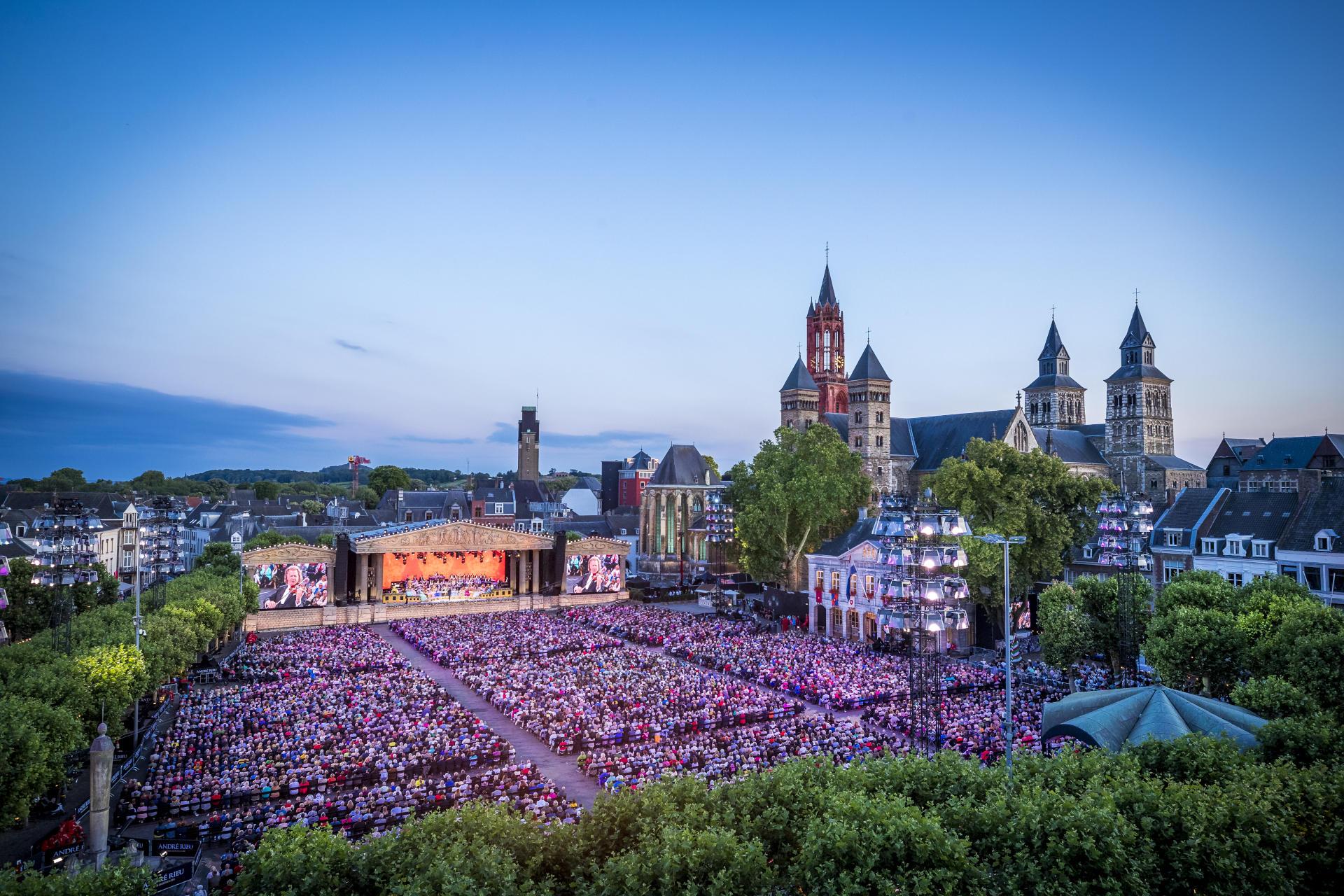 André Rieu's Magiske Maastricht: Sammen i Musikken_slide_poster