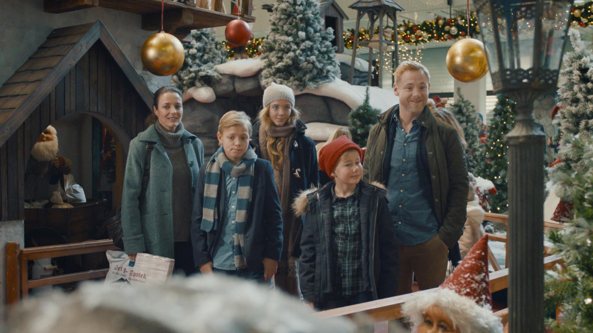 Familien Jul & Nissehotellet_slide_poster
